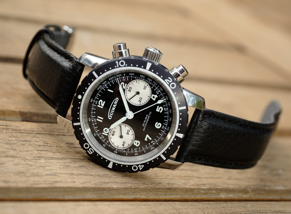 The Guinand Series 40 is a classic among modern aviation chronographs. The design is based on the brand's predecessor models (Guinand ref. 361, Sinn 102b) and the classic design of the early Heuer pilot chronographs, adapted to the current requirements of today.